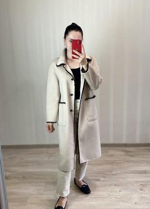 Качественное шерстяное пальто бежевого цвета прямого силуэта, ...