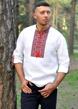 Біла сорочка-вишиванка для впевненого в собі чоловіка