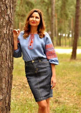 Стильна блузка вишиванка з геометричним орнаментом
