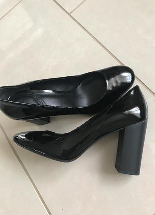 Туфли кожаные лаковые дорогой бренд what for размер 39