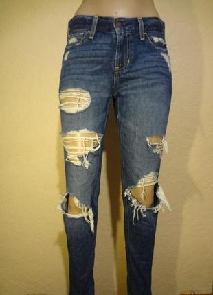 Рванные джинсы hollister размер s