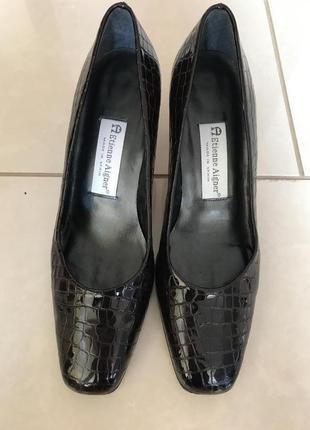 Туфли кожаные фирменные стильные дорогой бренд    размер  38,5
