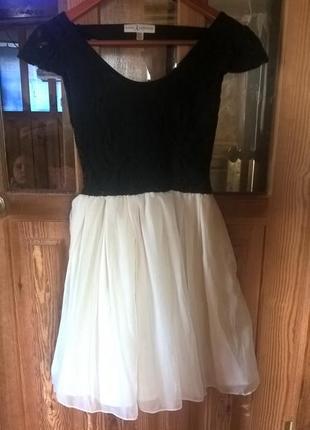 Платье женское, с открытой спиной.