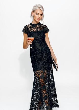 Вечернее платье из черного кружева