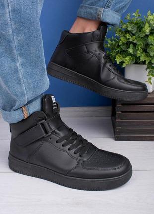Мужские черные кроссовки из эко-кожи