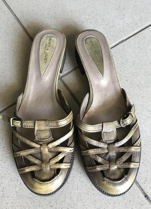 Шлёпанцы кожаные стильные модные дорогой бренд janet and janet...