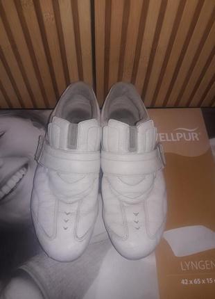 Кроссовки lacoste. lacoste. белые кроссовки