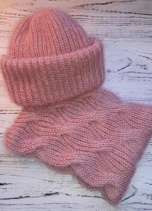 Комплект: мохеровые шапка и снуд ручной работы.