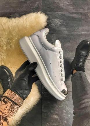 Шикарные женские кроссовки alexander mcqueen white metal.