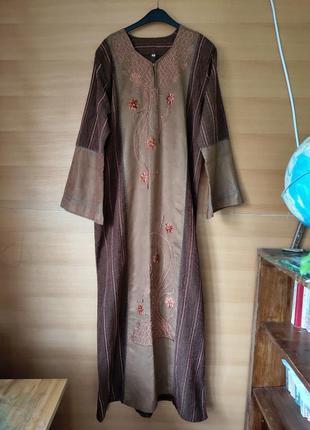 Длинное платье в этно стиле с вышивкой