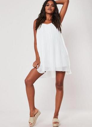 Белое плиссированное платье на тонких бретелях, воздушный летн...