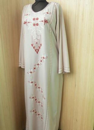Длинное пудровое платье рубашка с вышивкой в этно стиле/ абая / г