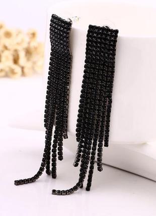 Красивые длинные черные серьги с камнями кисти