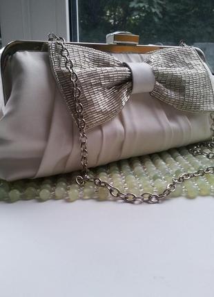 Клатч на цепочке с вышивкой из бисера