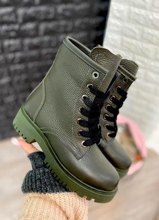 Кожаные зимние ботинки в стиле мартинс