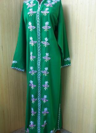 Длинное зелёное платье рубаха с вышивкой / абая/ галабея