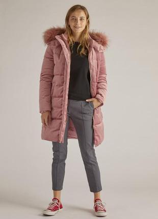 Пальто пудрового цвета из велюровой ткани на синтоисте derhy, ...