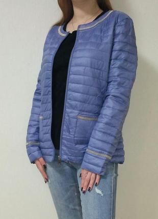 Курточка деми василькового цвета с серебристой отделкой италия