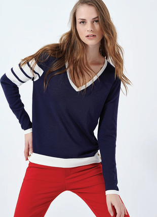 Пуловер темно-синего цвета с белой отделкой франция