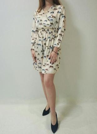 Платье молочного цвета принт леопарды