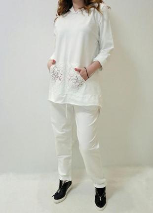 Спортивный/прогулочный костюм белого цвета отделка кружевом