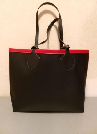 Сумка черного цвета с красной отделкой alex max, италия