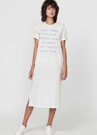 Платье трикотажное белого цвета с надписями deby debo, франция