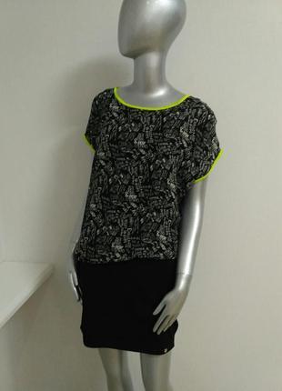 Платье черное с надписями и яркой оторочкой италия