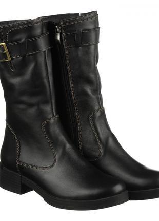Кожаные зимние женские короткие черные сапоги на низком каблук...