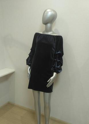 Супер стильное платье бархатное мини с открытыми плечами италия