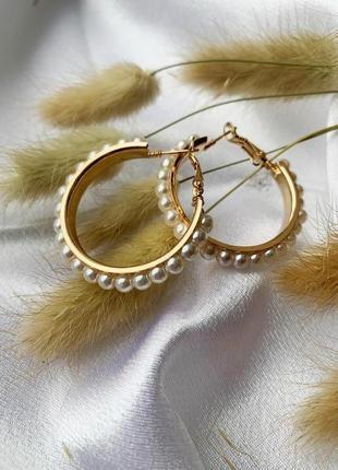 Золотистые серьги кольца с жемчугом