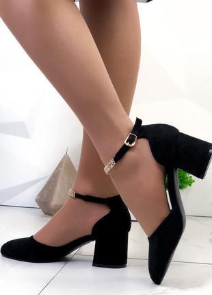 Женские туфли замшевые на низком каблуке