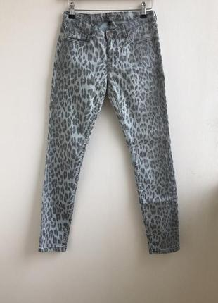 Распродажа!!! шикарные джинсы скинни леопардовый принт amisu