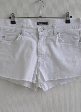 Базовые белые джинсовые шорты