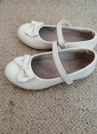 Туфельки для дівчаток