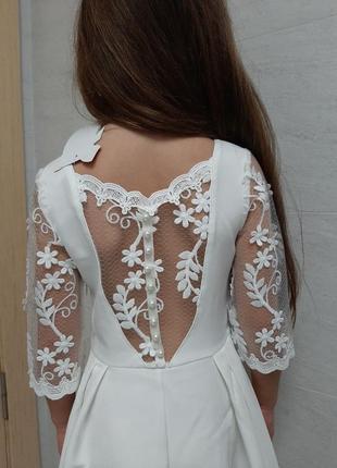 Платье с кружевными рукавами и  спинкой