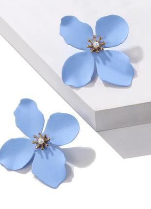 Серьги гвоздики голубой цветок