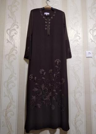 Длинное нарядное платье с шикарной вышивкой .