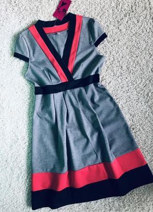 Платье с v вырезом с яркими полосками