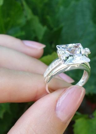 Серебряное кольцо с квадратным камнем