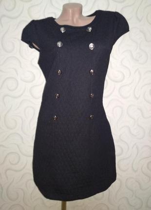 Стеганое маленько черное платье