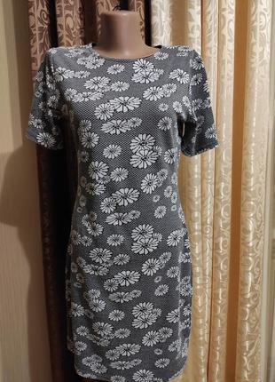 Трикотажное платье по фигуре в принт ромашки 10uk