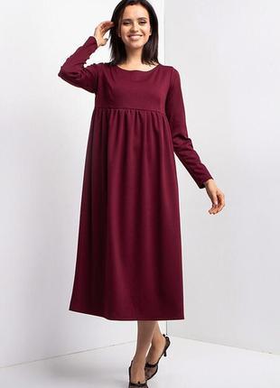 Свободное платье миди  бордового цвета с завышенной талией