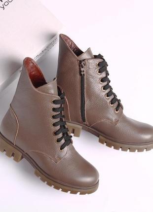 Кожаные зимние женские бежевые ботинки со змейкой и шнурком ни...