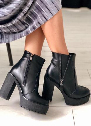 Женские черные зимние кожаные ботинки