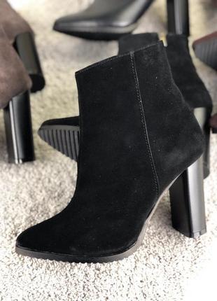 Женские демисезонные ботинки на каблуке 39