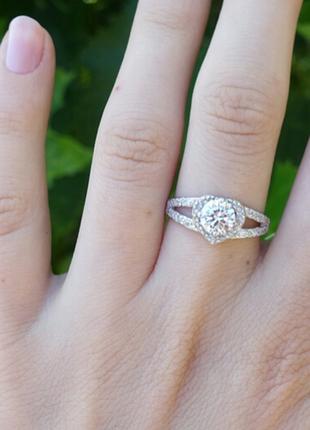 Кольцо сердце с камнем
