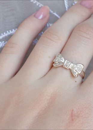 Кольцо бантик с камнями