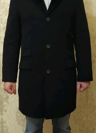 Пальто черный кашемир классическое. Натуральный меховой воротник.