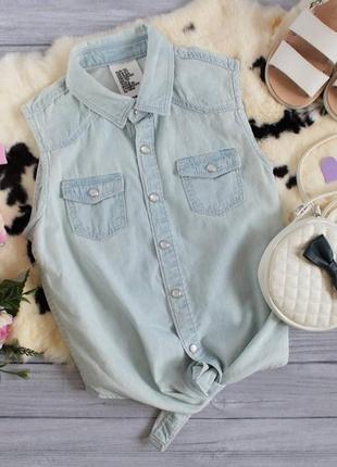 Стильная джинсовая рубашка-безрукавка
